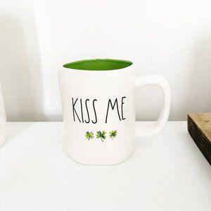 ✨ NWT Kiss Me Mug   Rae Dunn